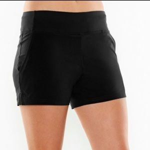 NWT LUCY cardio knockout shorts black
